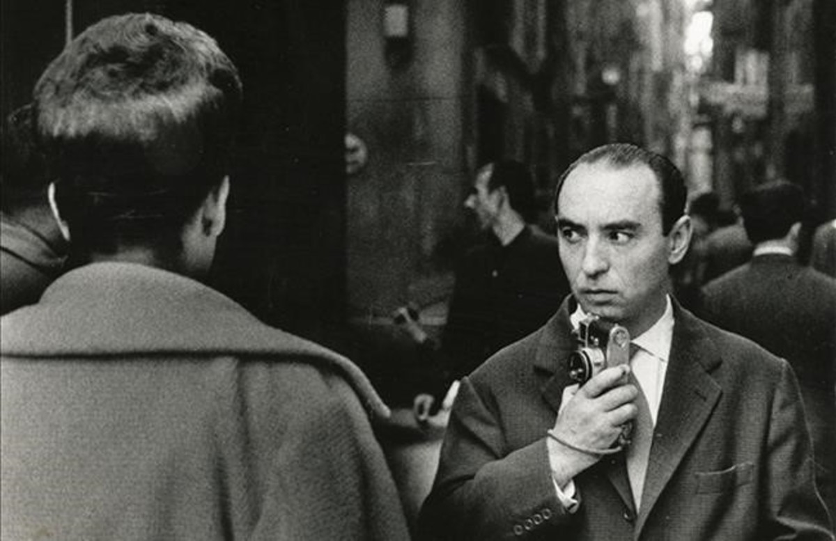ICULT IGNASI MARROYO RETRATO DE JOAN COLOM FOTOGRAFIANDO EL BARRIO CHINO 1961